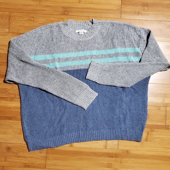 American Eagle Blue and Gray box sweater